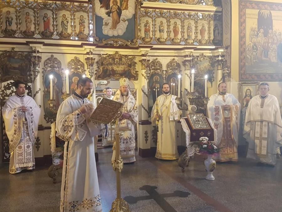 Rugăciunea, dialog și ascultare între om și Dumnezeu. Liturghie Arhierească în Parohia Covăsânț
