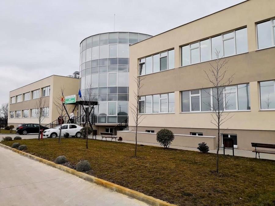 Primii șapte pacienți din Arad vindecați de COVID-19 au fost externați