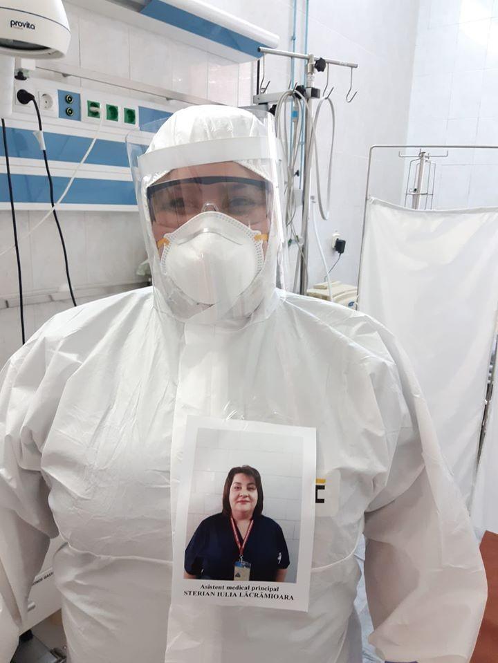 Dincolo de măști sunt Oameni! Ideea inedită a unui asistent medical care îngrijește pacienți cu COVID-19