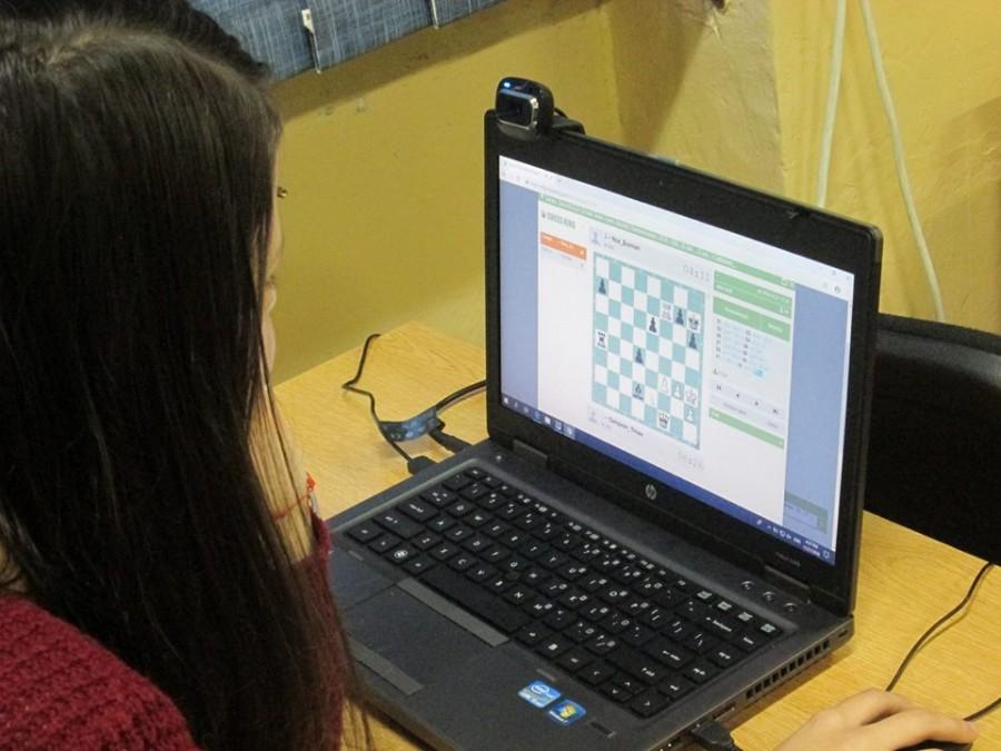 Victorie pentru România într-un meci oficial de șah online pentru echipele de juniori