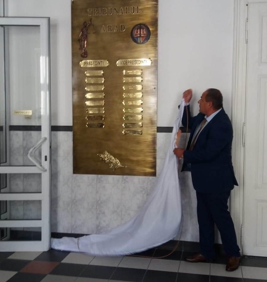 Placă omagială dezvelită la Tribunal, cu prilejul Zilei Justiției