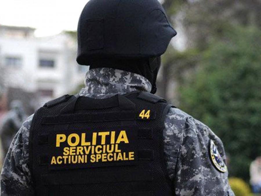Opt scandalagii din Lipova au fost duși la Poliție în urma unei razii; vezi câți au fost reținuți