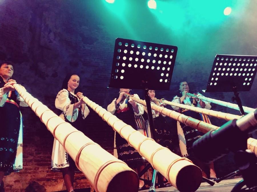 Şase tulnicărese din Ţara Moţilor vor cânta la Outernational Virtual Festival