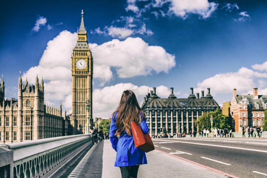 Românii nu vor mai beneficia de împrumuturi pentru studii în Marea Britanie