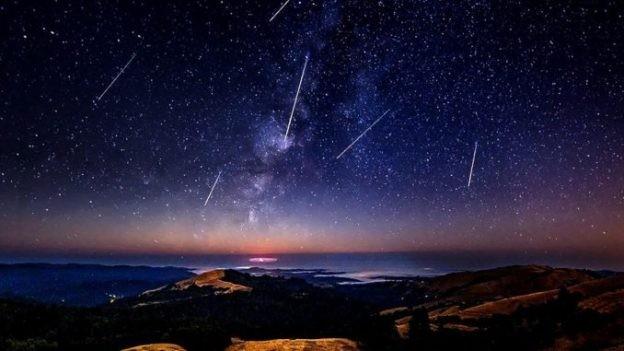 Spectacolul Perseidelor, în plină desfășurare pe cer