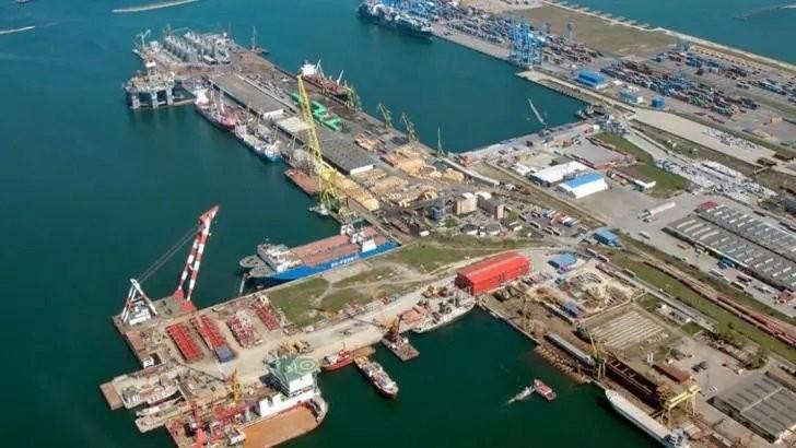 Bombă cu ceas în portul Constanța: peste 25.000 de tone de azotat de amoniu, în depozite. De aproximativ 10 ori mai mult decât în cazul exploziei din Beirut!