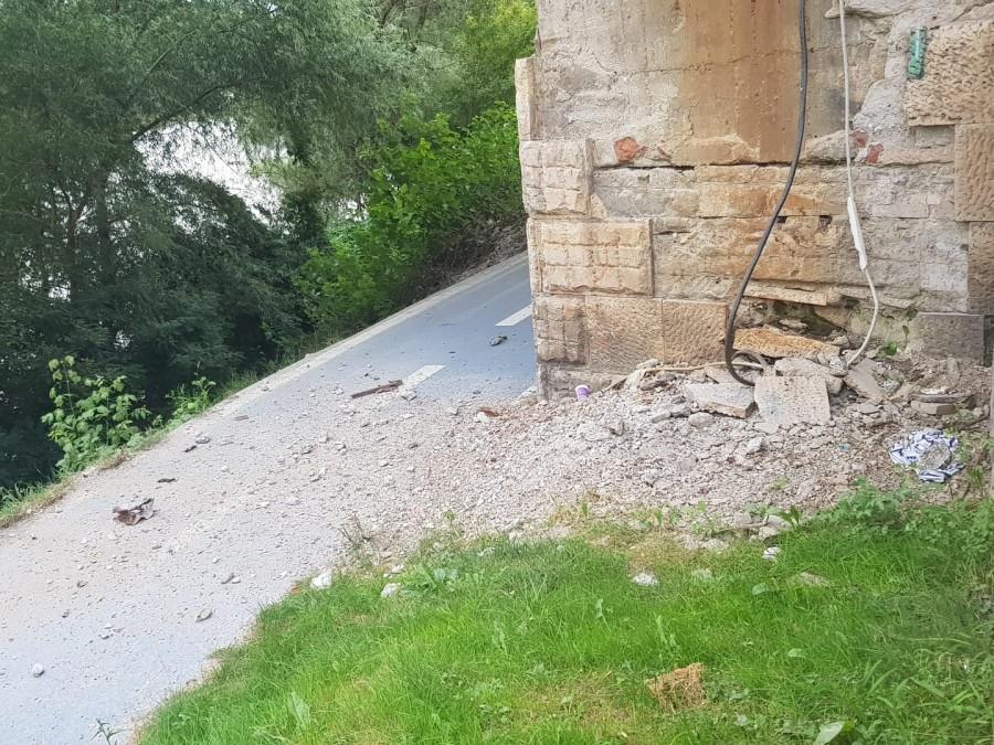 Atenție, bicicliști! Pericol de accident sub Podul Decebal