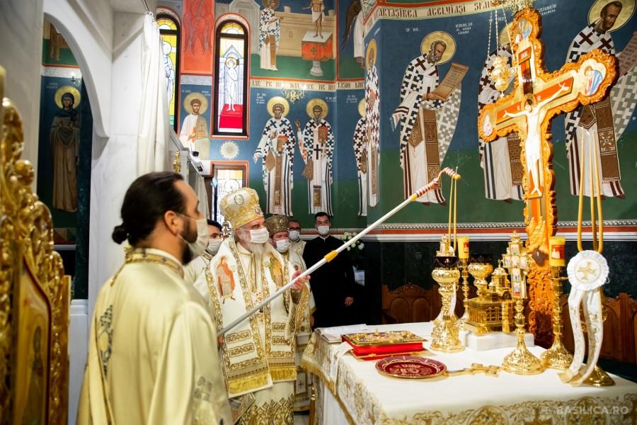 Biserica nouă a Mănăstirii Izbuc a fost sfințită de Patriarhul Daniel
