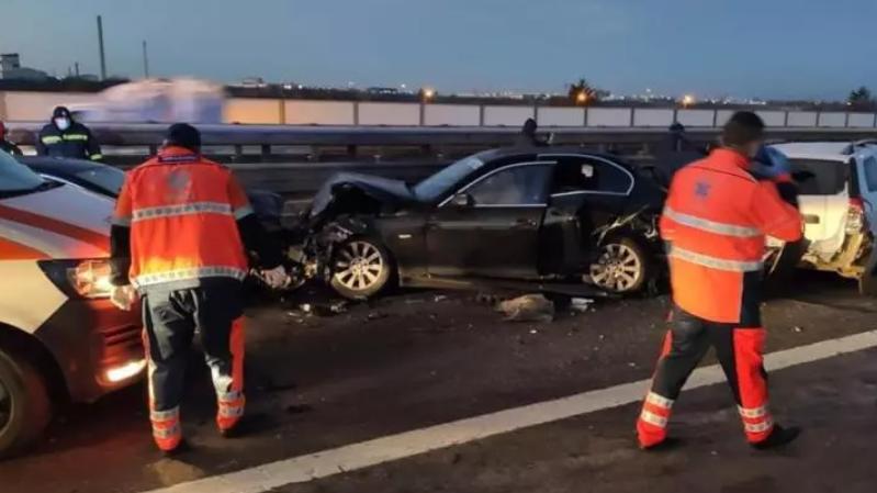 FOTO - Accident în lanț, luni dimineața, pe Autostrada București-Pitești: 6 răniți, 10 mașini distruse