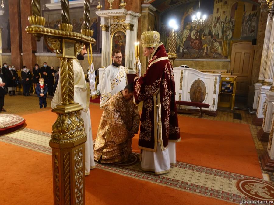 (FOTO) Sfânta Muceniță Ecaterina, frumusețea mărturisirii creștine. Liturghie Arhierească și hirotonie întru diacon și preot la Catedrala Veche