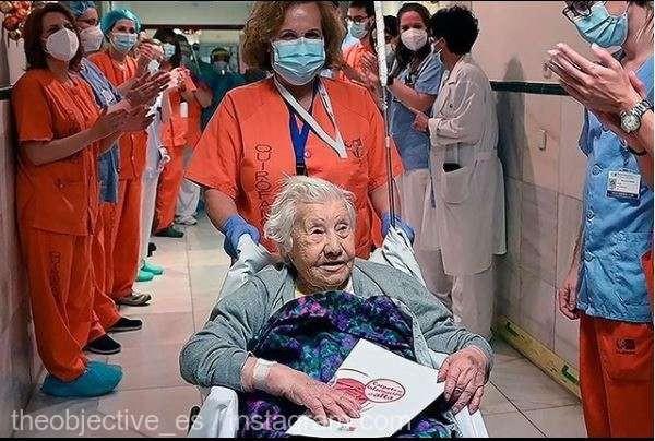 Pacientă de 104 ani externată dintr-un spital din Madrid după ce a depăşit infecția COVID-19