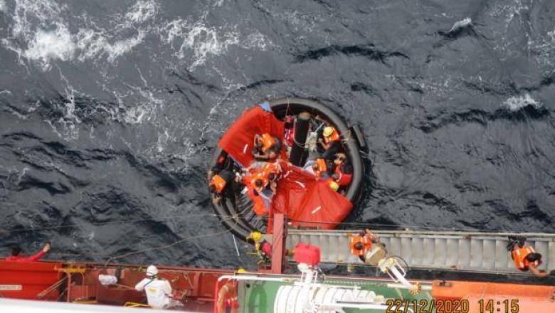 Zece naufragiați loviți de ciclonul Krovanh, salvați de o navă comandată de un român