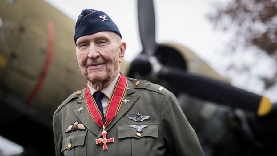 Un veteran din al Doilea Război Mondial, în vârstă de 100 de ani, a învins infecţia cu coronavirus