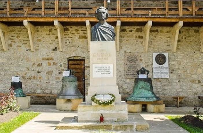 Parastas la Mănăstirea Putna, la 171 de ani de la nașterea poetului Mihai Eminescu