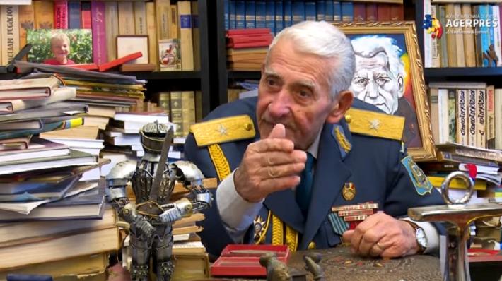 """Veteranul arădean de război Radu Theodoru a împlinit 97 de ani. """"Fiecare centimetru din uniforma mea este pătat cu sângele camarazilor mei"""""""