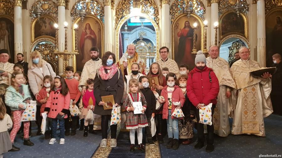 Duminica Ortodoxiei - ziua biruinței adevărului dumnezeiesc. Expoziție de icoane pictate de copii, la Catedrala Veche