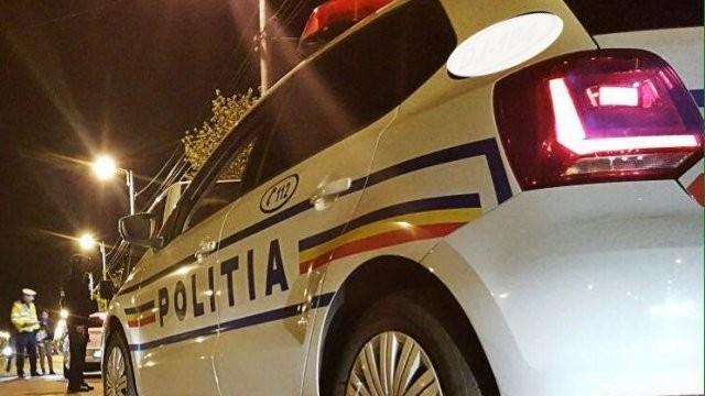 Un minor conducea pe străzile din Grădiște, până a pierdut controlul volanului și a lovit un indicator