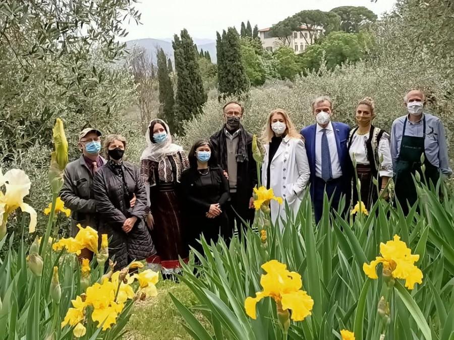 30 de iriși românești, prezentați la Expoziția Internațională a Irisului de la Florența, în amintirea Reginei-Mamă Elena