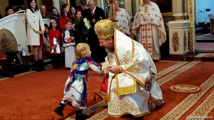 """(FOTO) Copiii arădeni în Sfinte Liturghii. Ziua Copilului, """"dor de puritate și bunătate"""""""