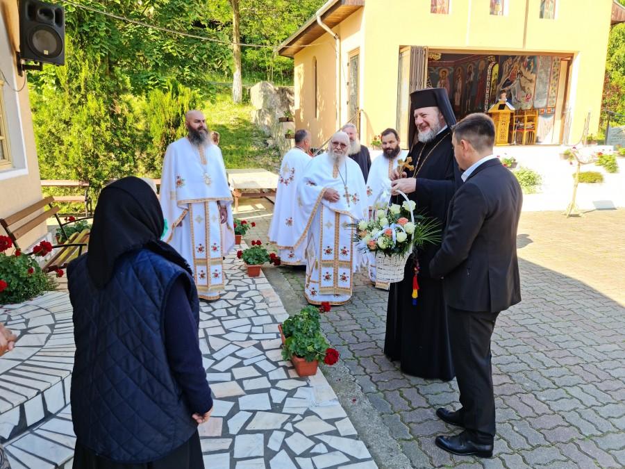 """""""Avem nevoie de ochi sănătoși, trup sănătos și conștiință luminoasă"""" - PS Emilian Crișanul, la Mănăstirea Feredeu (FOTO)"""