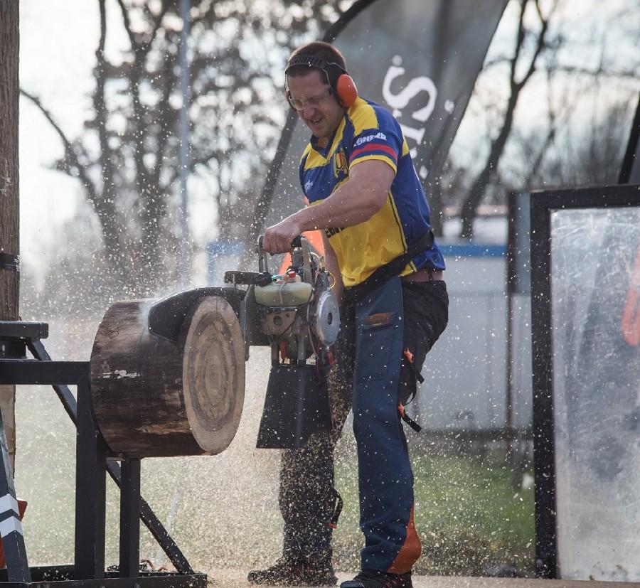 Ionel Mariniță este noul campion național la tăiat lemne în competiția STIHL TIMBERSPORTS. Campionatul avut loc  duminică la Săcuieni.