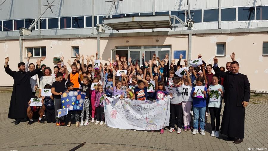 (FOTO) Peste 90 de copii au redescoperit tainele prieteniei, implicării și bucuriei Ortodoxiei la Școala de vară organizată de Parohia Prunișor