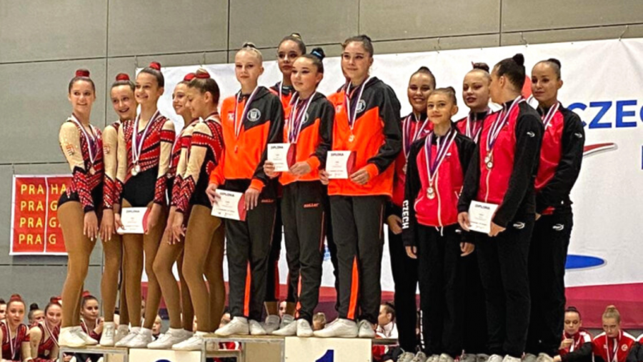 Șapte medalii de aur pentru gimnaștii de la CS Universitatea Arad la Openul Cehiei de aerobică