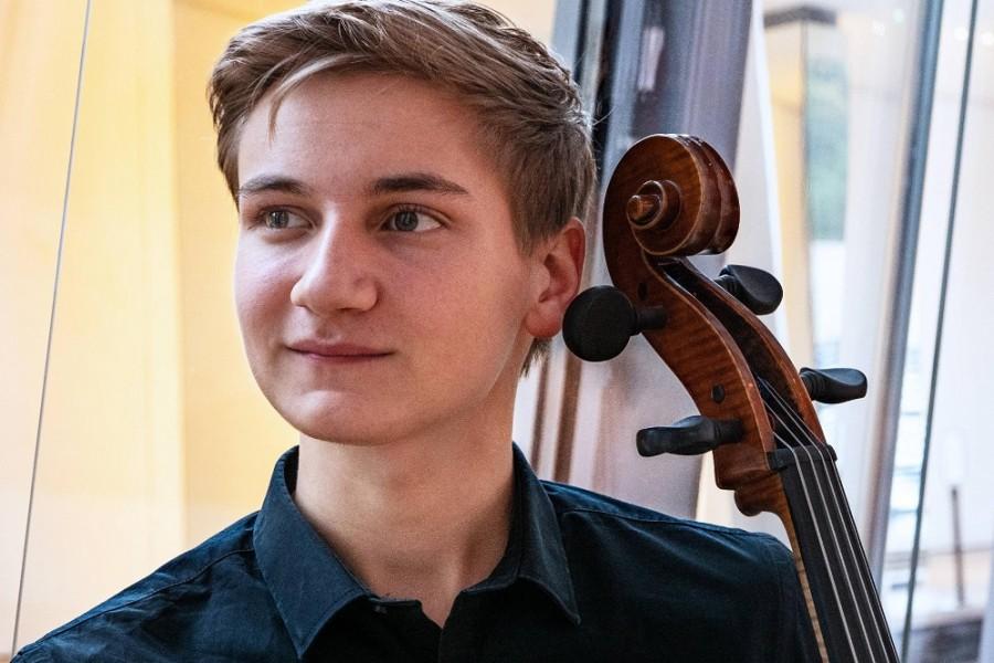"""Violoncelistul român Jan Sekaci, câştigător al Concursului Internaţional """"Johannes Brahms"""""""