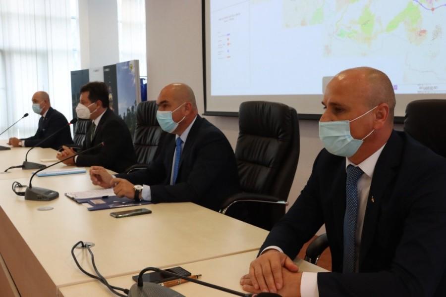 Traseul drumului expres Oradea-Arad a fost aprobat. Ilie Bolojan a prezentat la Arad ultimele evoluții ale proiectului